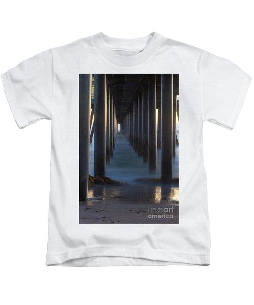 Between The Pillars  Kids T-Shirt