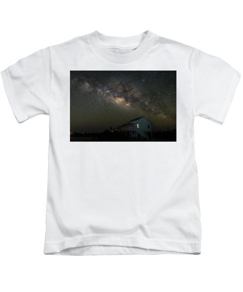 Cabin Under The Milky Way Kids T-Shirt