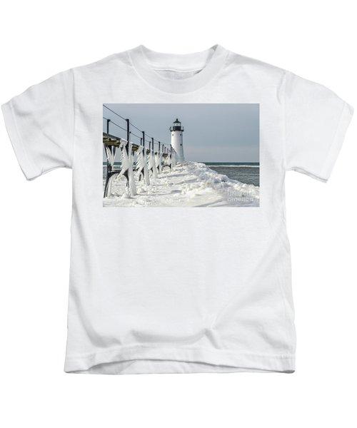 Catwalk With Icy Fringe - Horizontal Version Kids T-Shirt