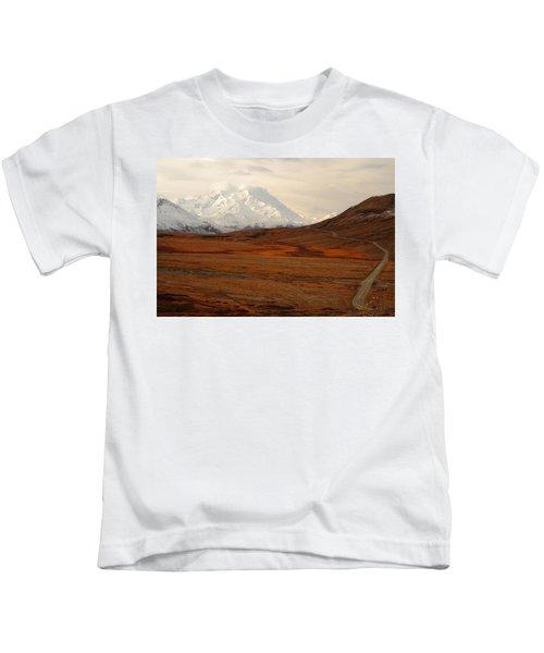 Denali And Tundra In Autumn Kids T-Shirt
