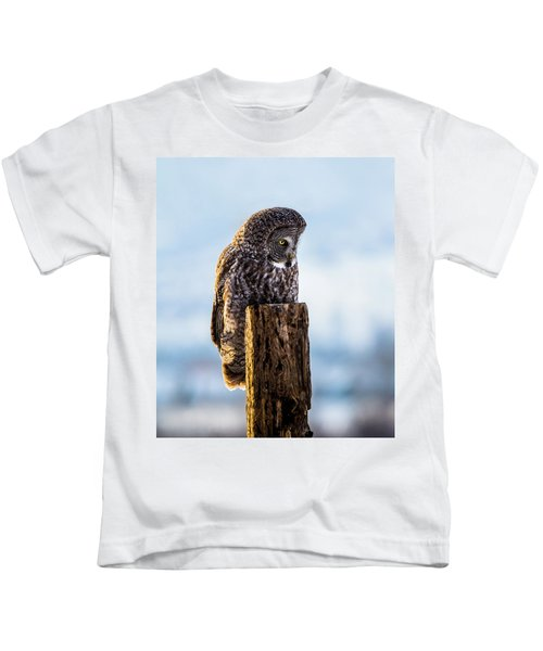 Eye On The Prize - Great Gray Owl Kids T-Shirt
