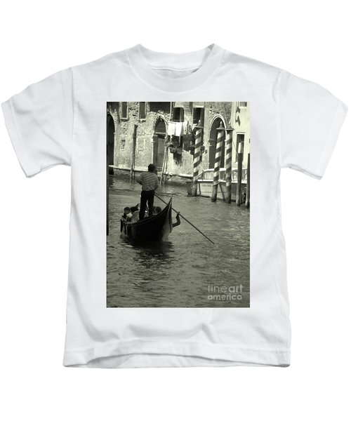 Gondolier In Venice   Kids T-Shirt