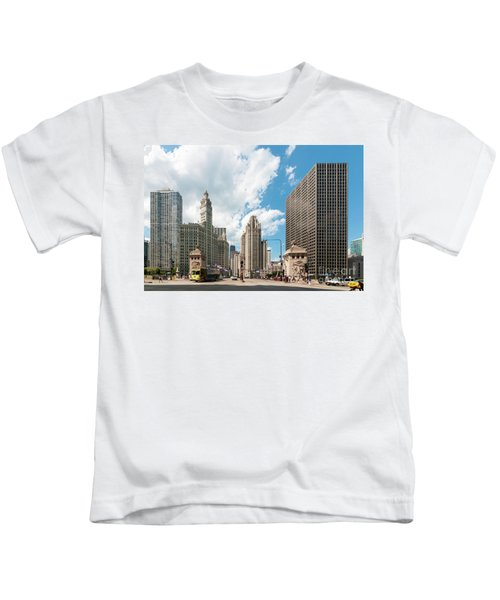 In The Middle Of Wacker And Michigan Kids T-Shirt