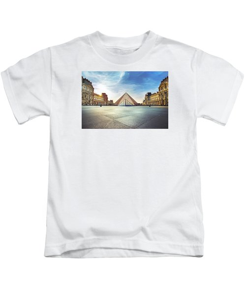 Louvre Museum Kids T-Shirt by Ivan Vukelic