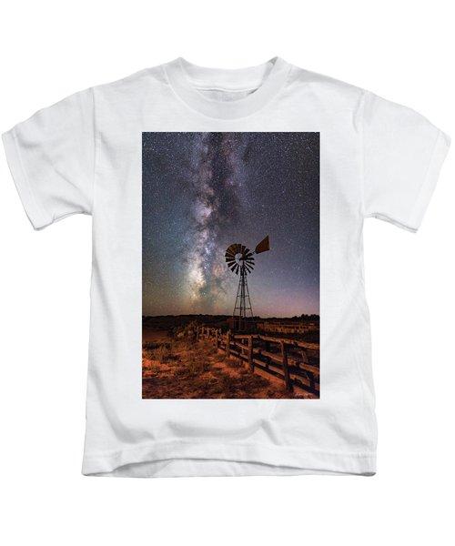 Milky Way At Dubinky Well Kids T-Shirt