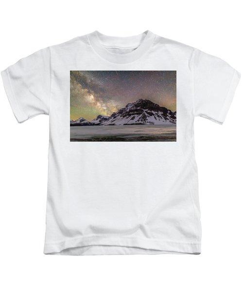 Milky Way Over Crowfoot Mountain Kids T-Shirt