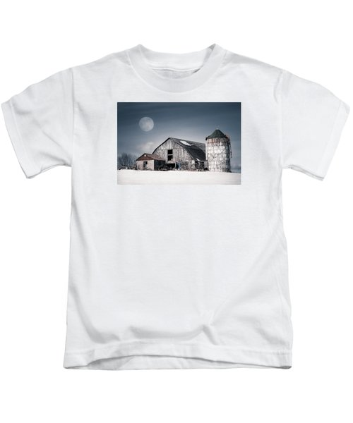 Old Barn And Winter Moon - Snowy Rustic Landscape Kids T-Shirt