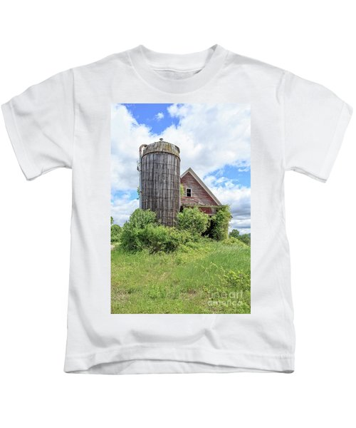 Old Historic Barn In Vermont Kids T-Shirt