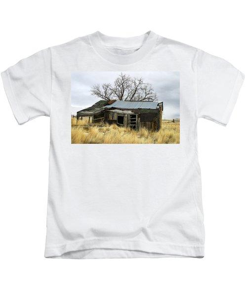 Old Wyoming Farmhouse Kids T-Shirt