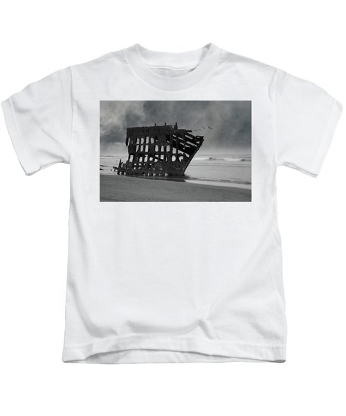 Peter Iredale Shipwreck At Oregon Coast Kids T-Shirt