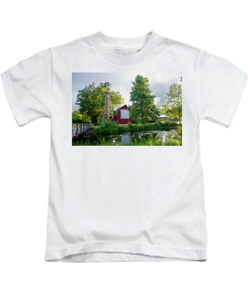 Quilt Barn And Windmill At Bonneyville Mill Kids T-Shirt