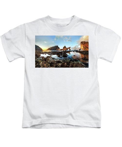Rocky Beach Sunrise, Bali Kids T-Shirt
