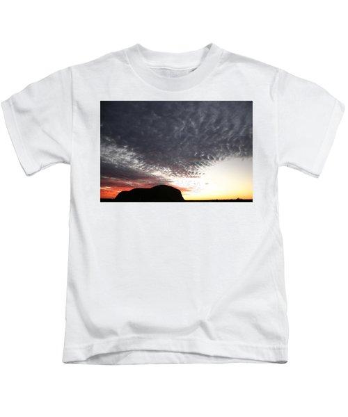 Silhouette Of Uluru At Sunset Kids T-Shirt