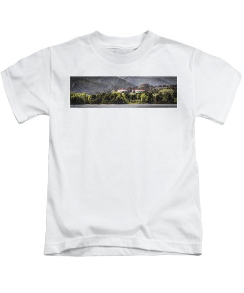 Stanley With Fisher Girl Pano Kids T-Shirt