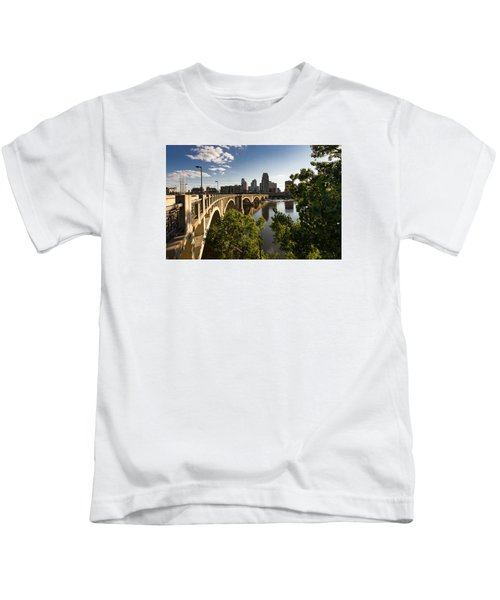 Third Avenue Bridge Kids T-Shirt