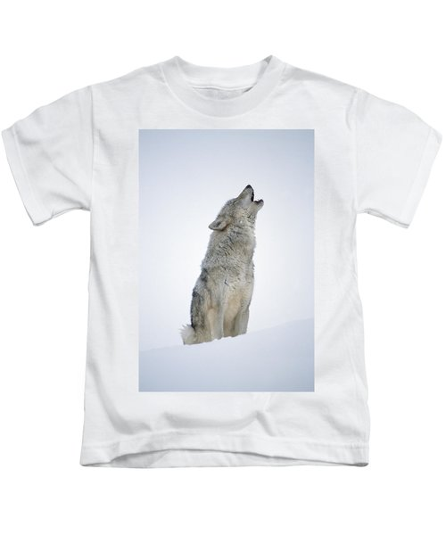 Timber Wolf Portrait Howling In Snow Kids T-Shirt