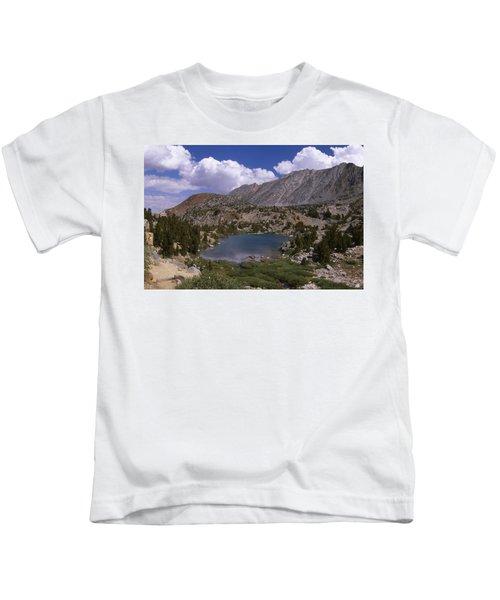 Timberline Tarns Lake - Bishop Pass Tail Kids T-Shirt