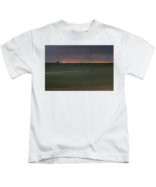 Wide View Of Lighthouse And Sunset Kids T-Shirt
