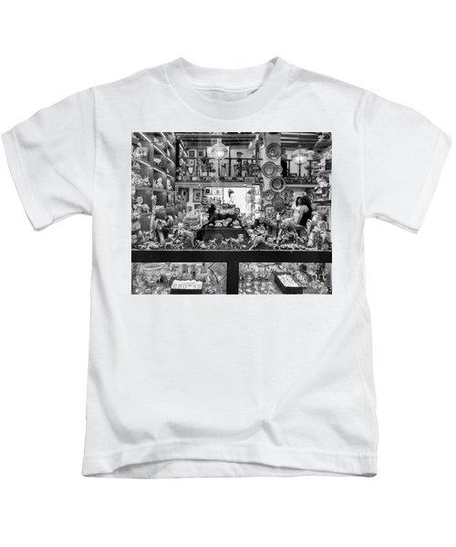 Window Shopping La Rambia Bw Kids T-Shirt