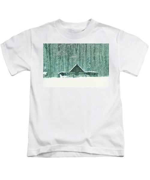 Barn In Snowfall Kids T-Shirt
