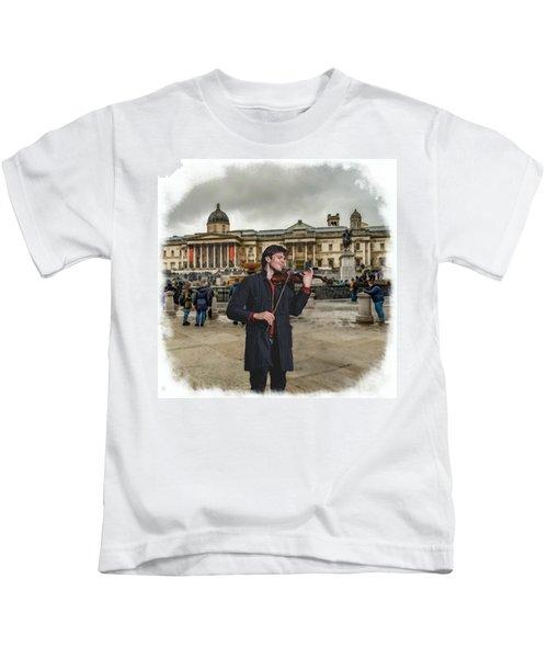 Street Music. Violin. Trafalgar Square. Kids T-Shirt