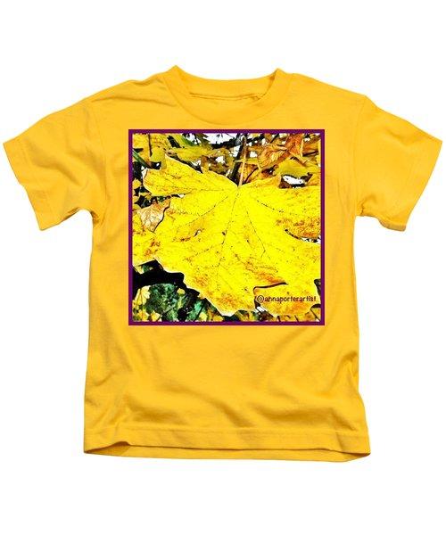 Giant Maple Leaf Kids T-Shirt