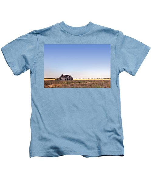 Abandoned Farmhouse In A Field Kids T-Shirt