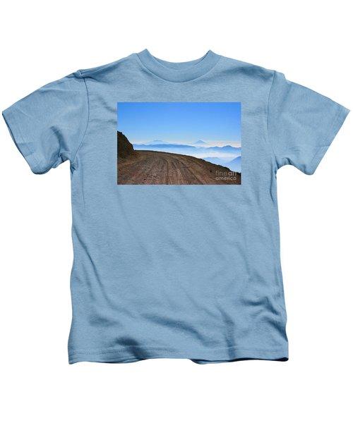 Camino En Volcan Nevado De Toluca Kids T-Shirt