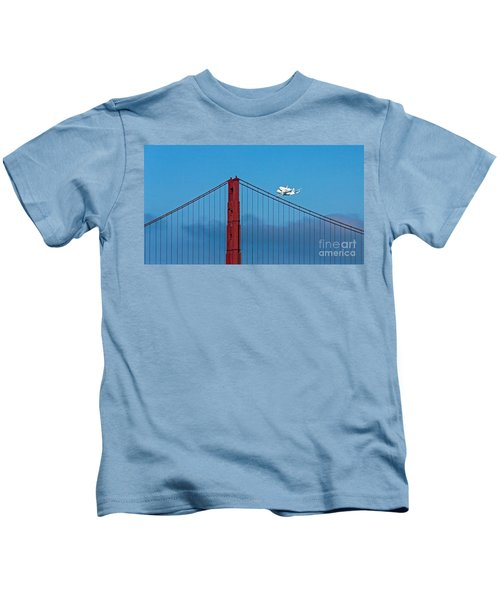 Shuttle Endeavour At The Golden Gate Kids T-Shirt
