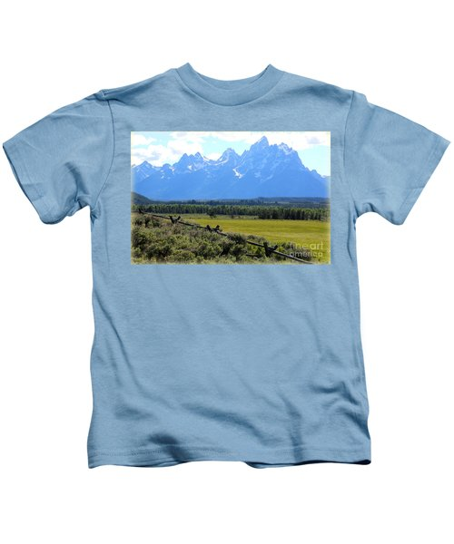 Grizzly Country With Soft Vignette Kids T-Shirt