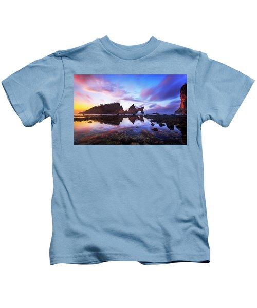 Atuh Beach Dawn Break Scene Kids T-Shirt