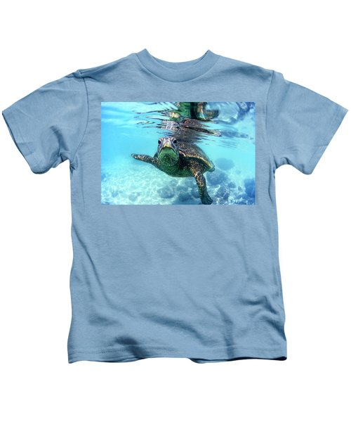 friendly Hawaiian sea turtle  Kids T-Shirt