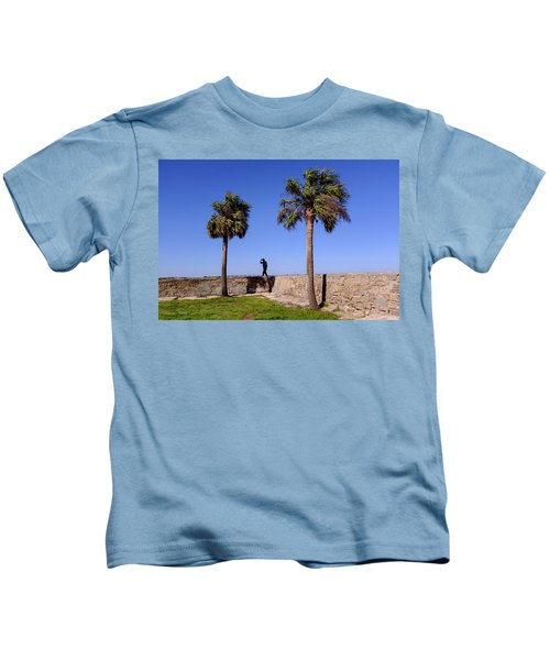 Man With A Hat On The Wall With Palm Trees In Saint Augustine Fl Kids T-Shirt