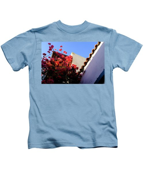 Red Flowers And Architecture In Saint Augustine Florida Kids T-Shirt