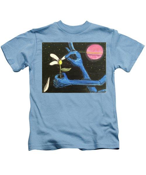 The Alien Loves Me... The Alien Loves Me Not Kids T-Shirt
