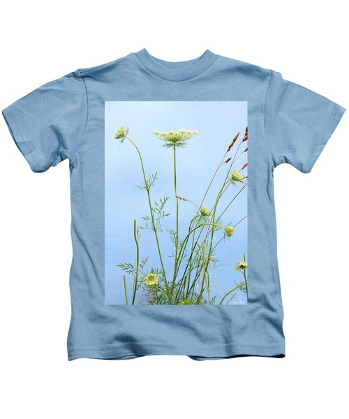 Tuft Of Queen Anne's Lace Kids T-Shirt