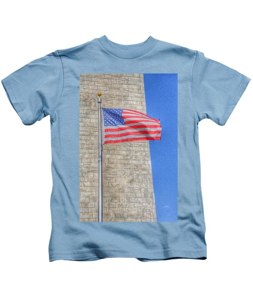 Washington Monument With The American Flag Kids T-Shirt