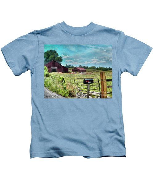 Along The Rural Road Old Barn In Tennessee II Kids T-Shirt