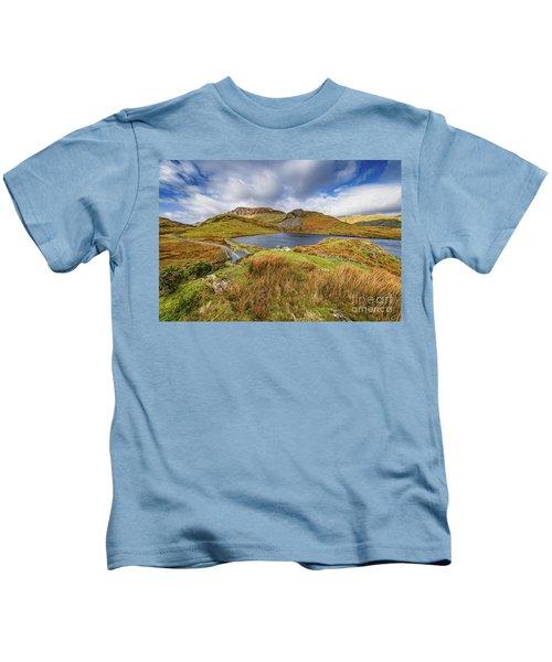 Llyn Y Dywarchen And Boathouse Snowdonia Kids T-Shirt