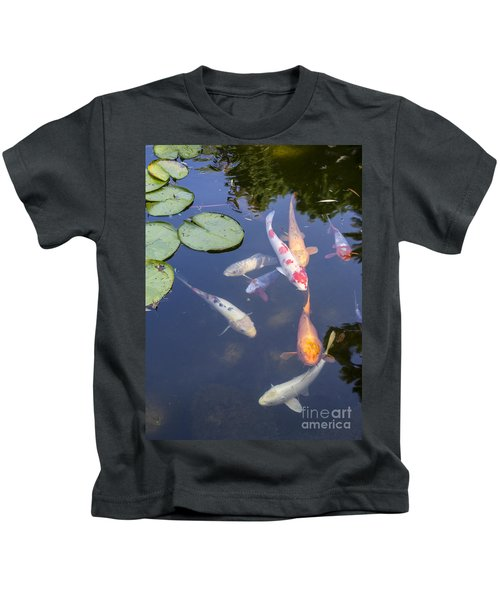 Koi And Lily Pads - Beautiful Koi Fish And Lily Pads In A Garden. Kids T-Shirt