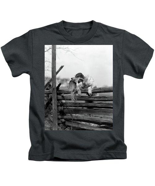 1920s English Setter Dog Climbing Kids T-Shirt