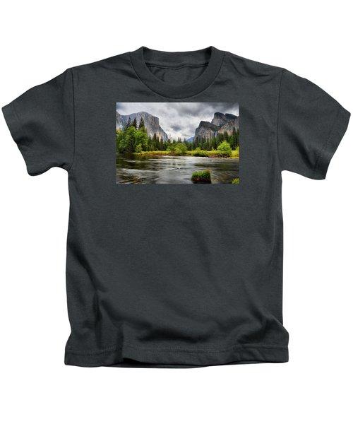 A Storm Draws Near  Kids T-Shirt