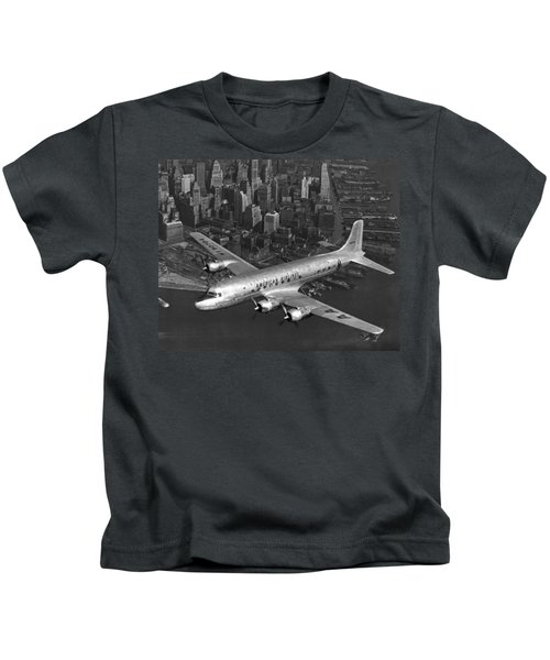 American Dc-6 Flying Over Nyc Kids T-Shirt
