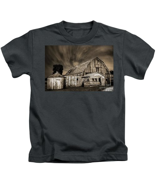 Barn On Hwy 66 Kids T-Shirt