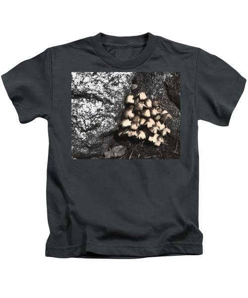 Between The Rocks Kids T-Shirt
