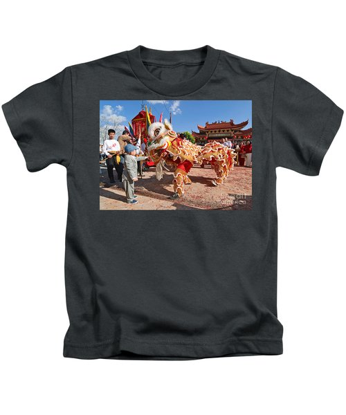 Boy Giving A Red Envelope Gift To A Lion Dancer. Chinese Lion Da Kids T-Shirt