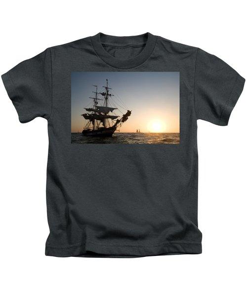 Brig Pilgrim At Sunset Kids T-Shirt