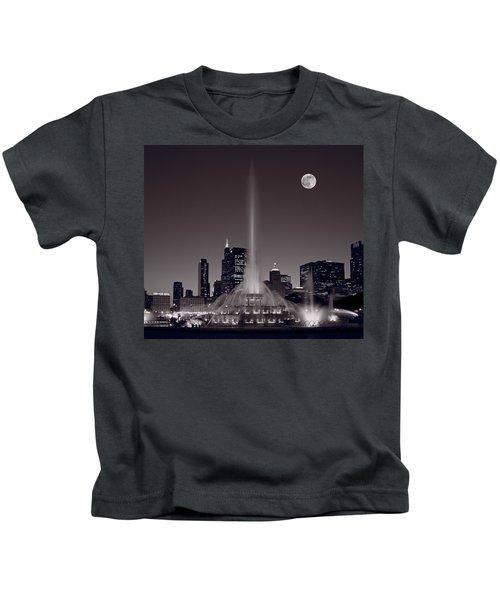 Buckingham Fountain Nightlight Chicago Bw Kids T-Shirt