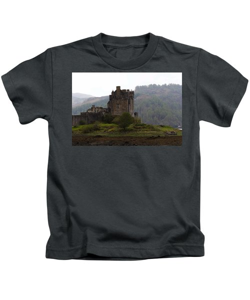Cartoon - Structure Of The Eilean Donan Castle In Front With Dry Part Of Lake Kids T-Shirt