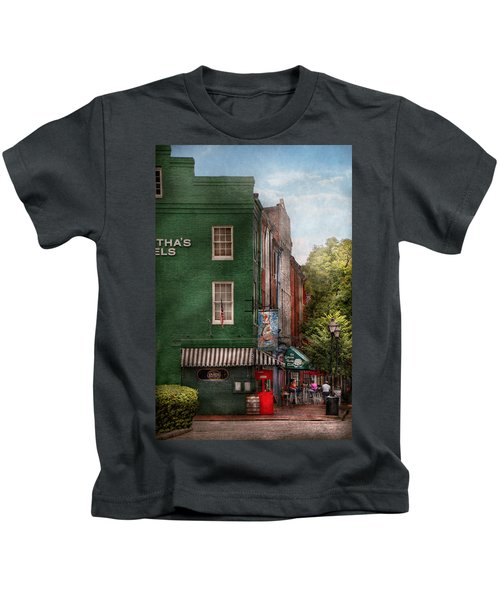 City - Baltimore - Fells Point Md - Bertha's And The Greene Turtle  Kids T-Shirt